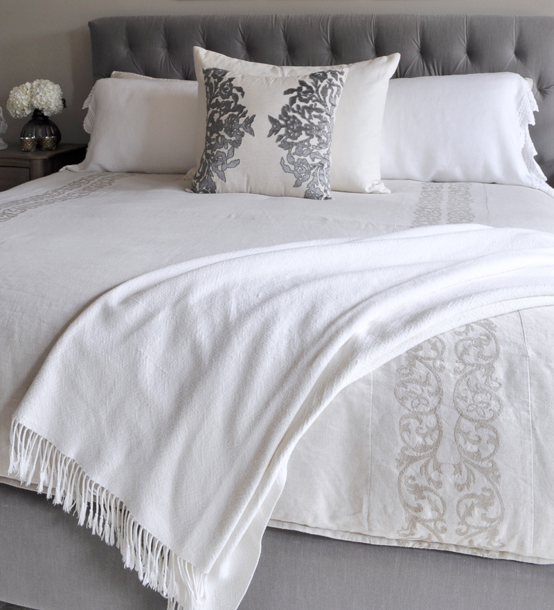 Bedroom Bed with Tufted Headboard, Linen Bedding, White Shams an