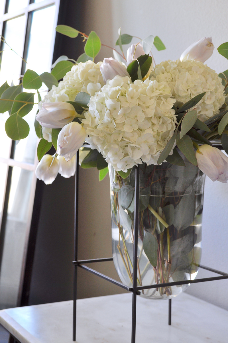 Decorating with a glass vase and grocery store flowers decor decorating with a glass vase and grocery store flowers reviewsmspy
