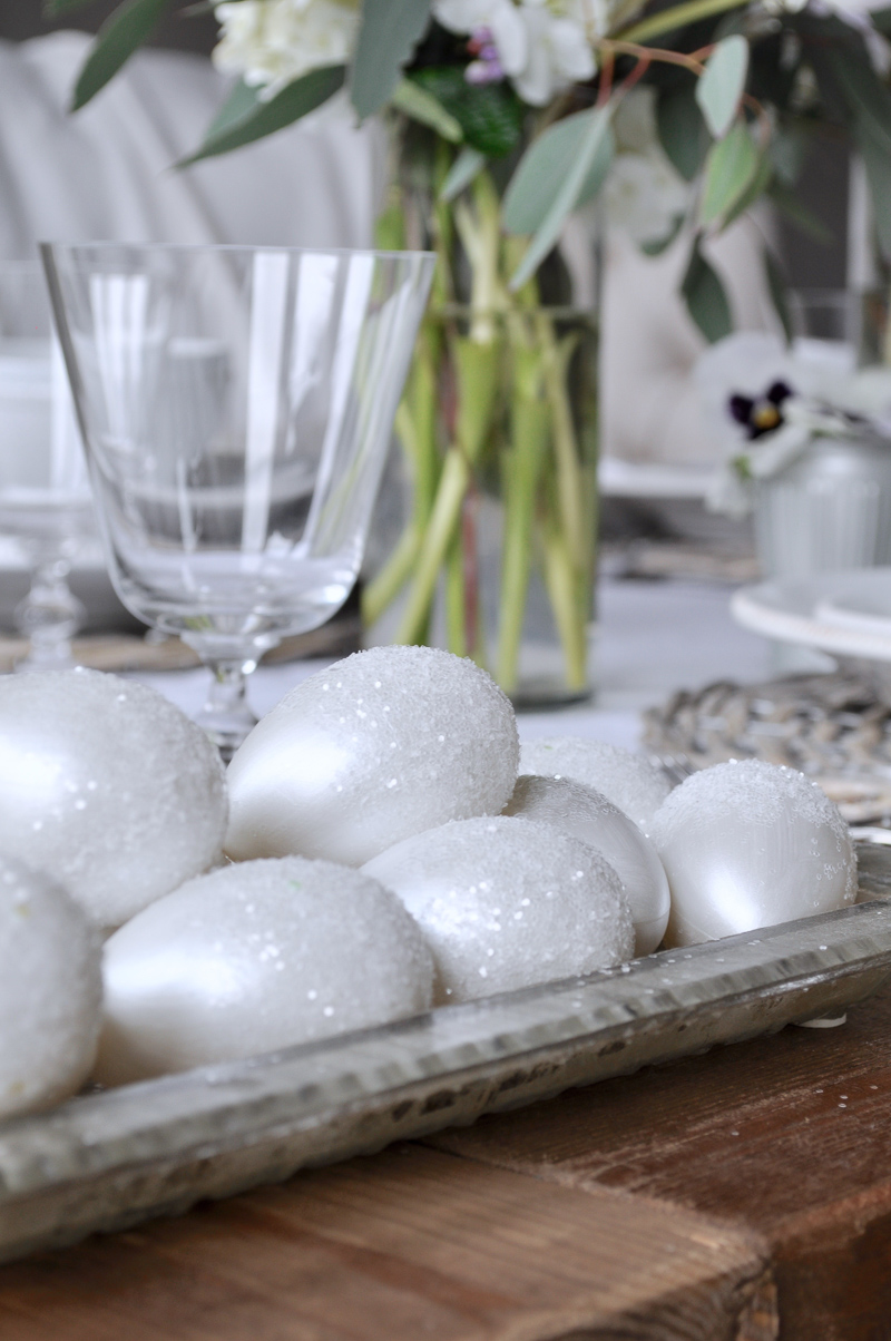 Easter Table Decorating Decor Ideas with DIY Glitter Eggs
