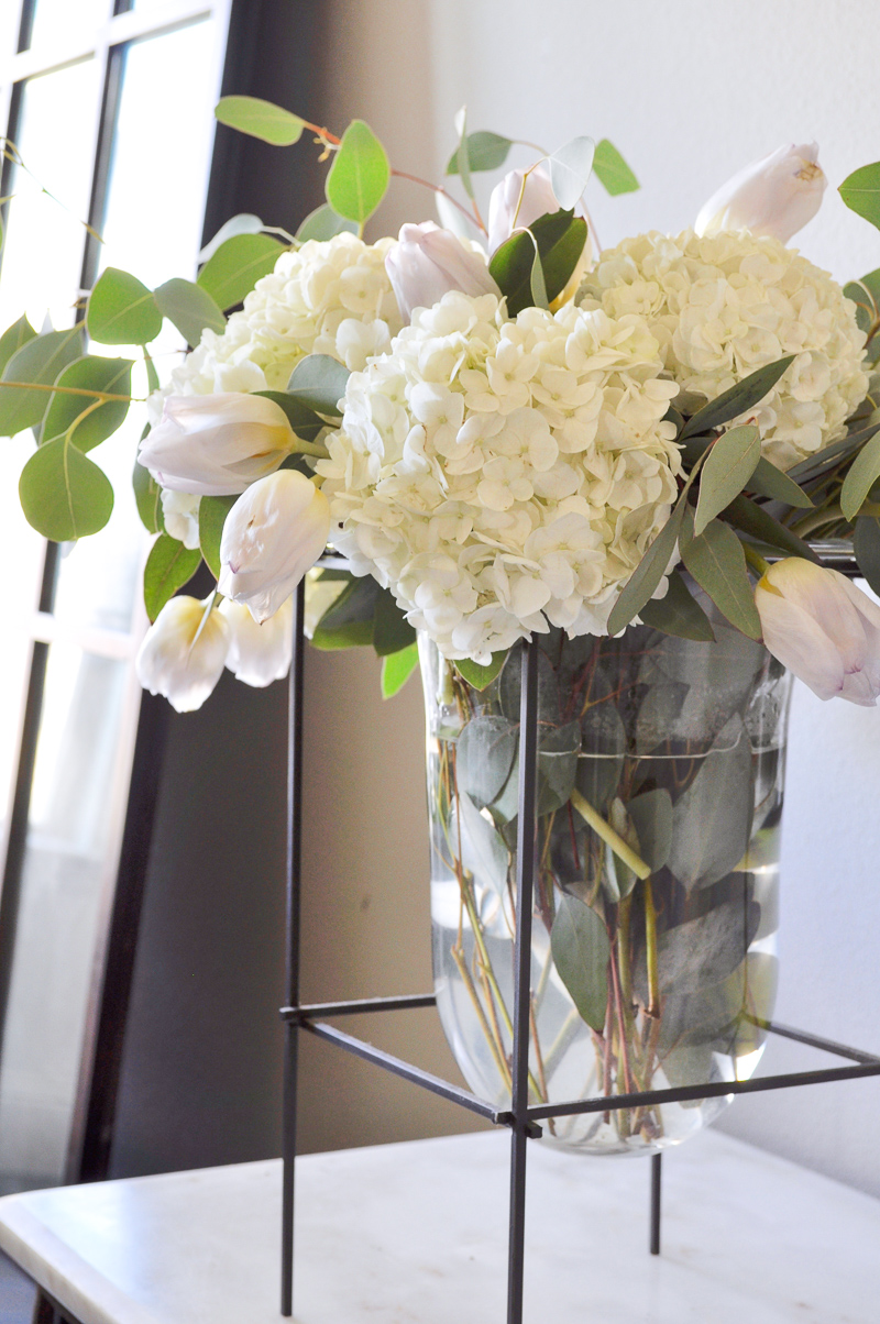 how to decorate with a glass vase 1 5 decor gold designs. Black Bedroom Furniture Sets. Home Design Ideas