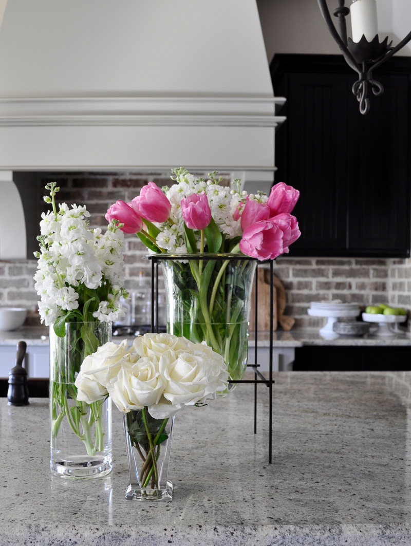 Interior decorating with a glass vase in groups decor gold designs interior decorating with a glass vase in groups reviewsmspy