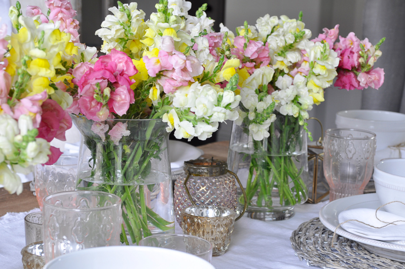 Snapdragon Centerpiece on a Spring Tablescape