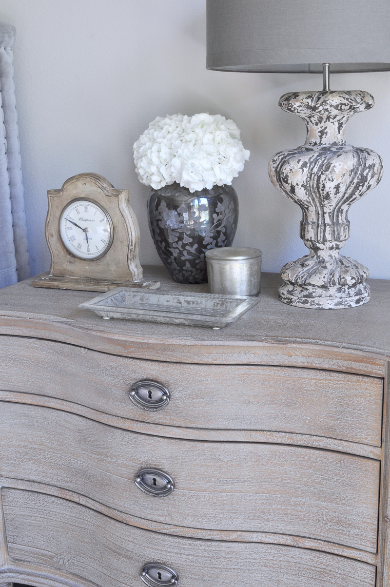 Bedside Table Accesories