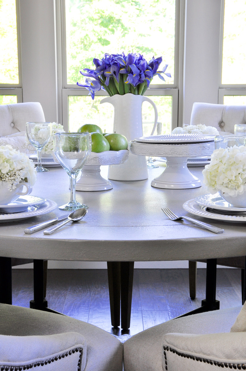 beautiful table setting with spring flowers and green apples-2