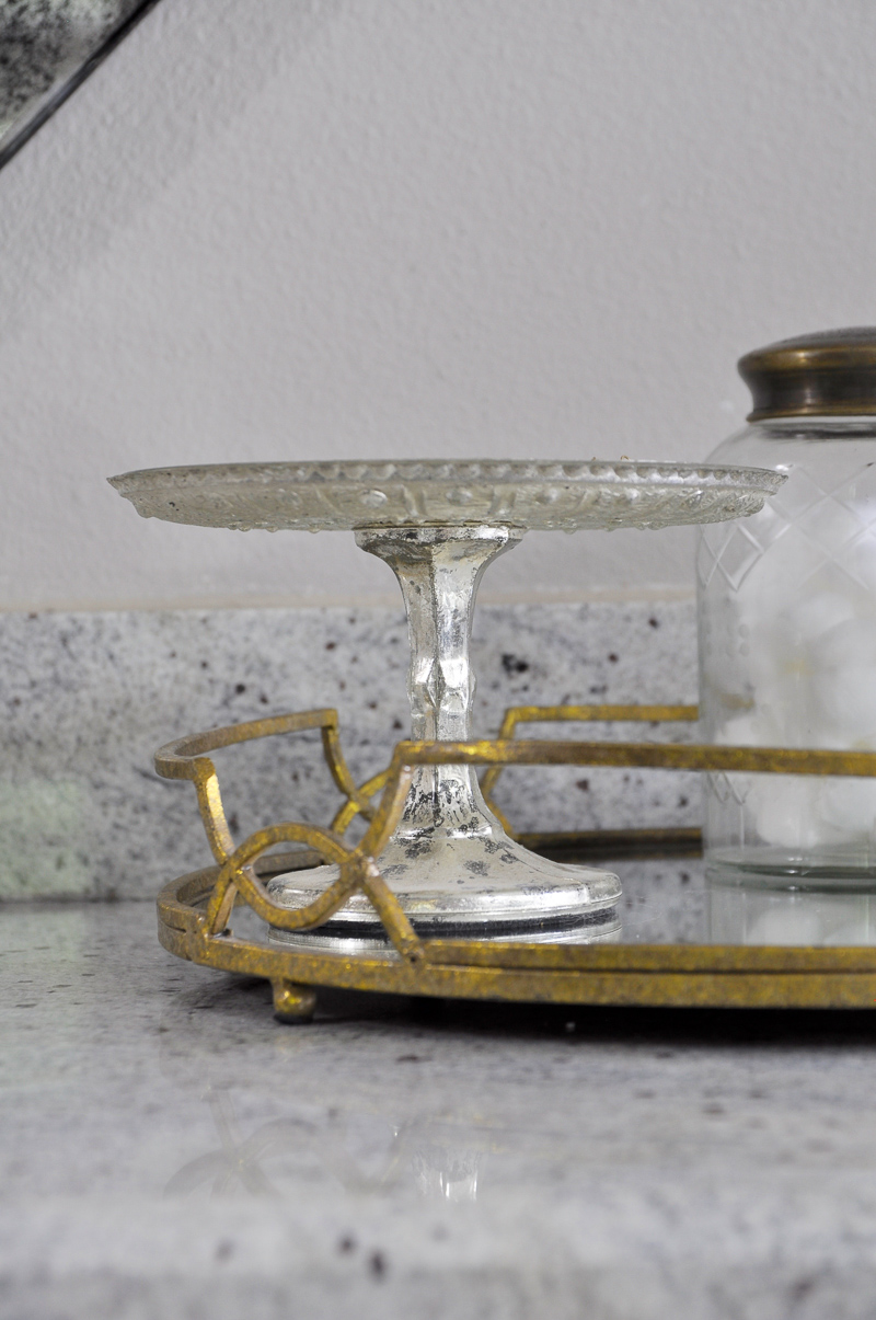 Beautiful Gold Bathroom Counter Tray with Pedestal Jewelry Holder _