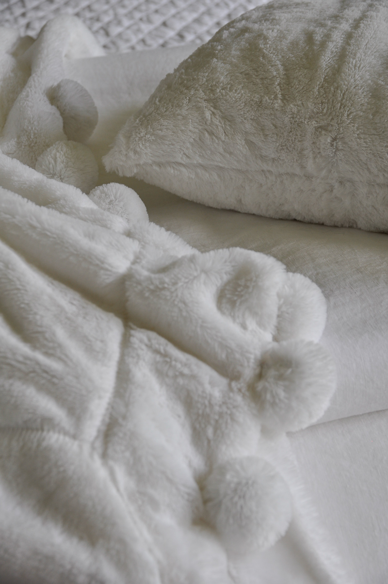 991 soft faux fur white cozy pom pom throw blanket and pillow
