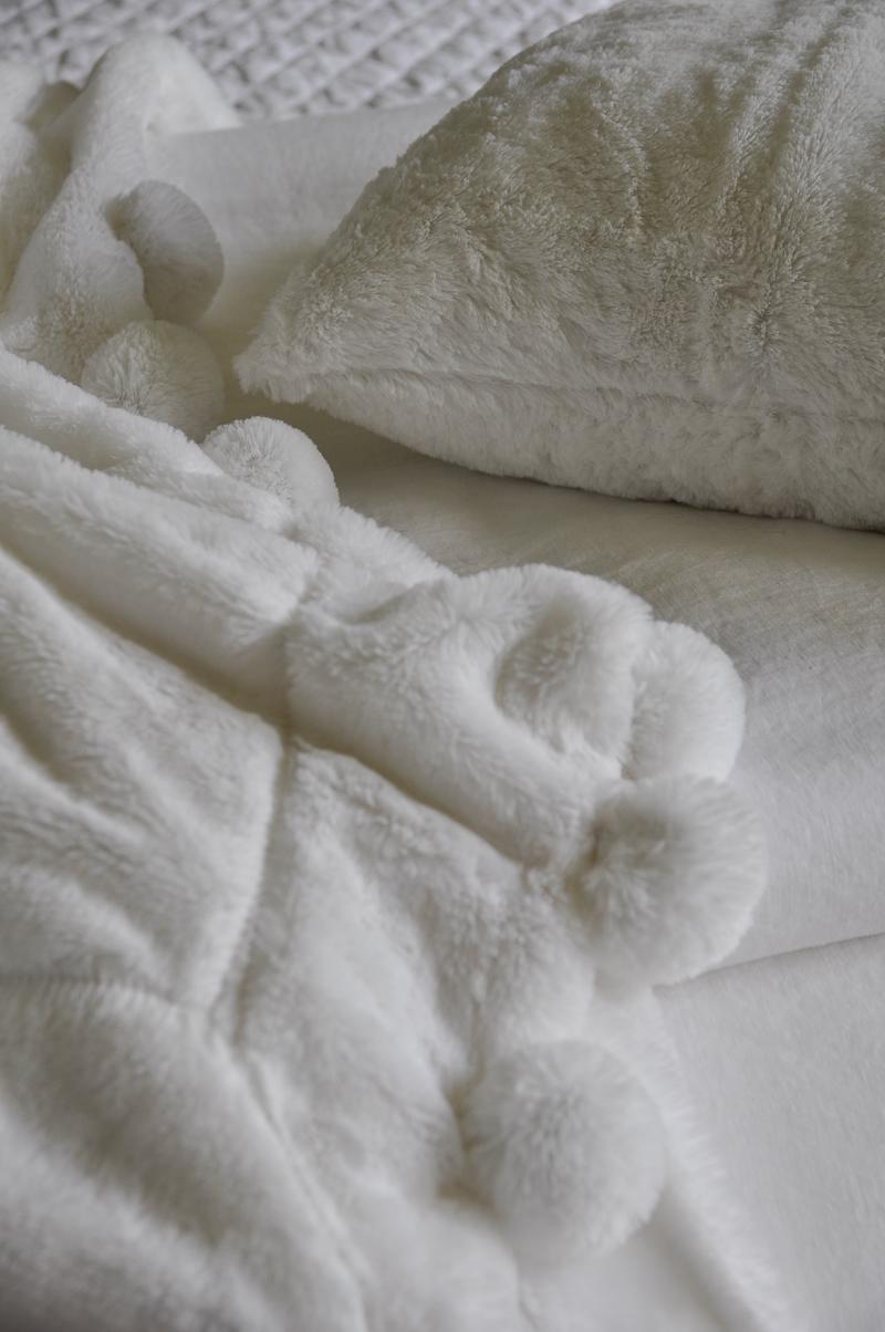 991 soft faux fur white cozy pom pom throw blanket and pillow