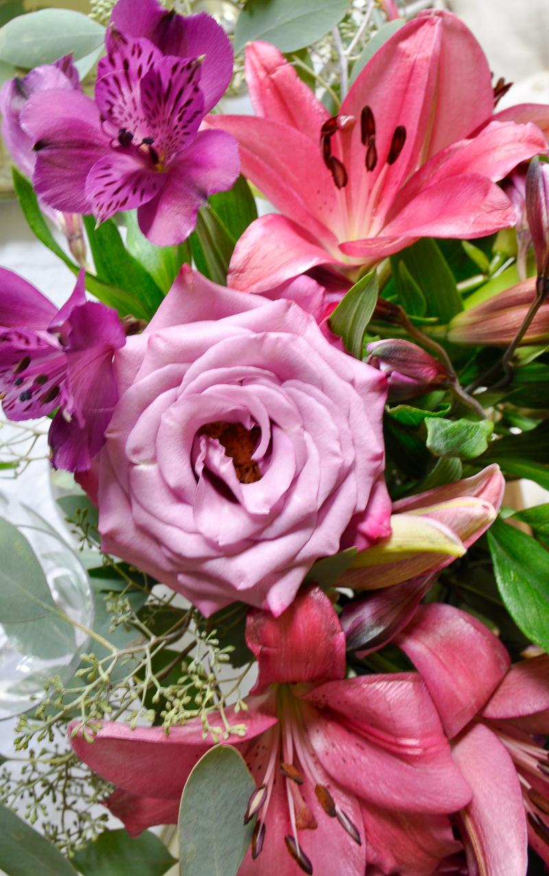 floral runner or garland on eucalyptus as a centerpiece so gorgeous_