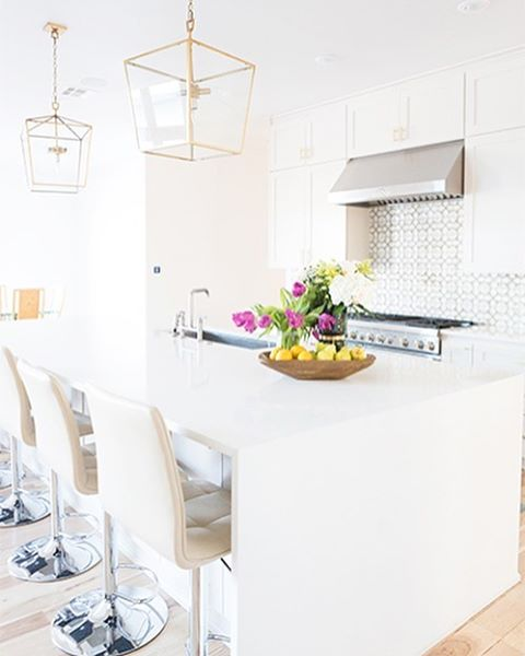 This kitchen wears spring incredibly well right? Ive linked uphellip
