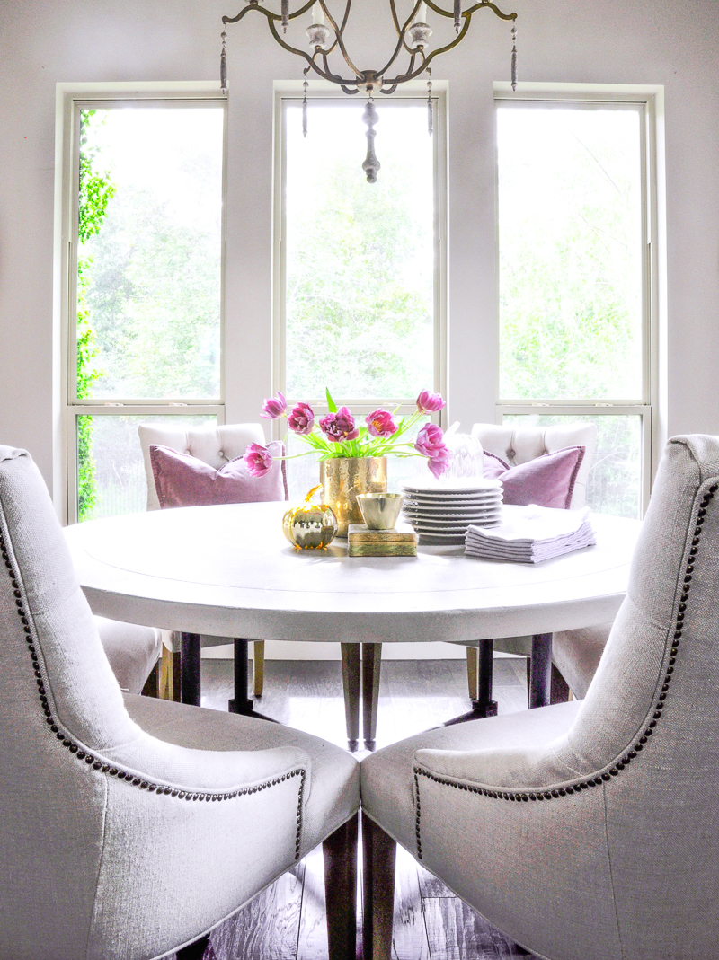 beautiful-round-table-with-fall-vignette_