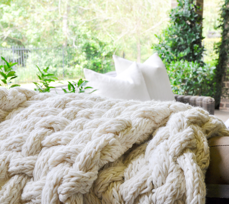 cozy-seating-and-throw-blankets-for-an-fall-outdoor-living-area
