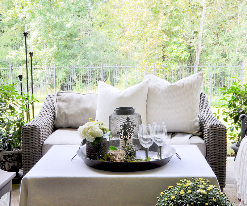 fall-patio-perfect-for-casual-outdoor-dining_