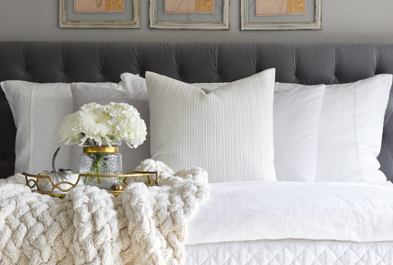 gray-and-white-bedroom-so-beautiful-2