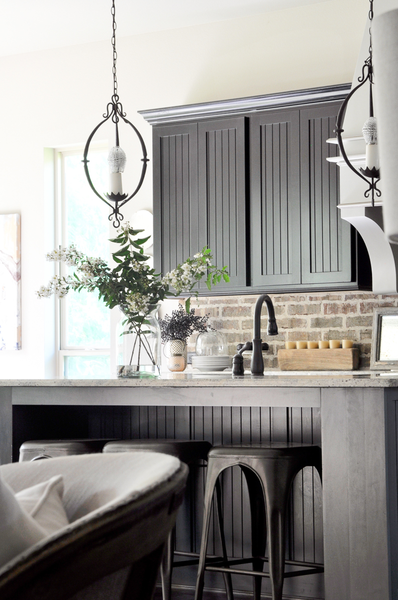 beautiful-bright-kitchen-with-black-cabinets-fall-tour