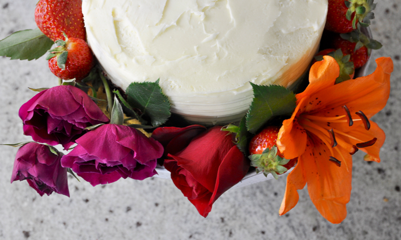 beautiful-cake-with-bright-flowers-for-bridal-shower