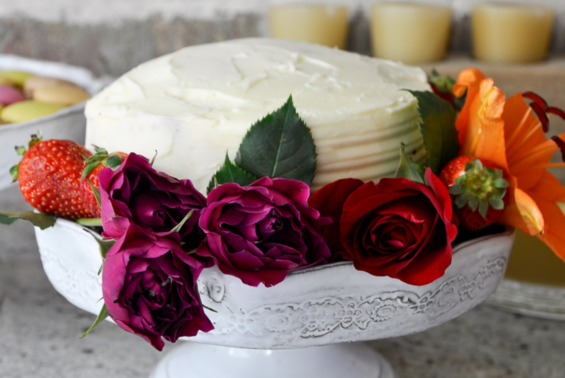 beautiful-cake-with-flower-border_