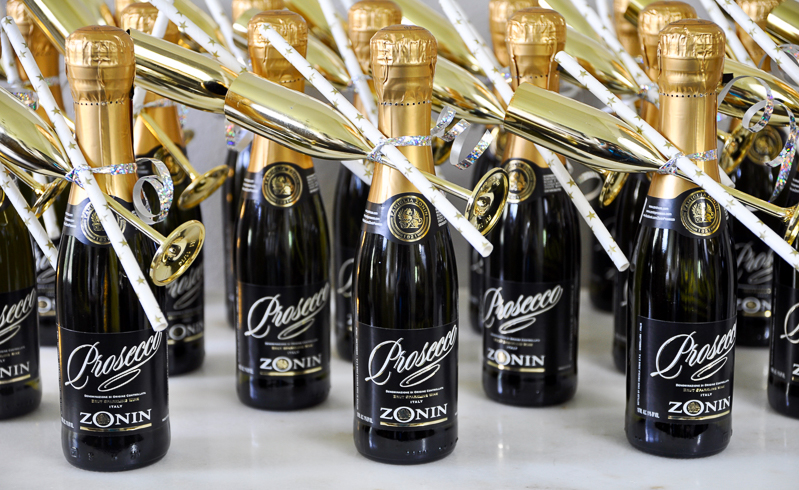 beautiful-individual-champagne-bottle-favors-and-gold-flutes-for-bridal-shower_