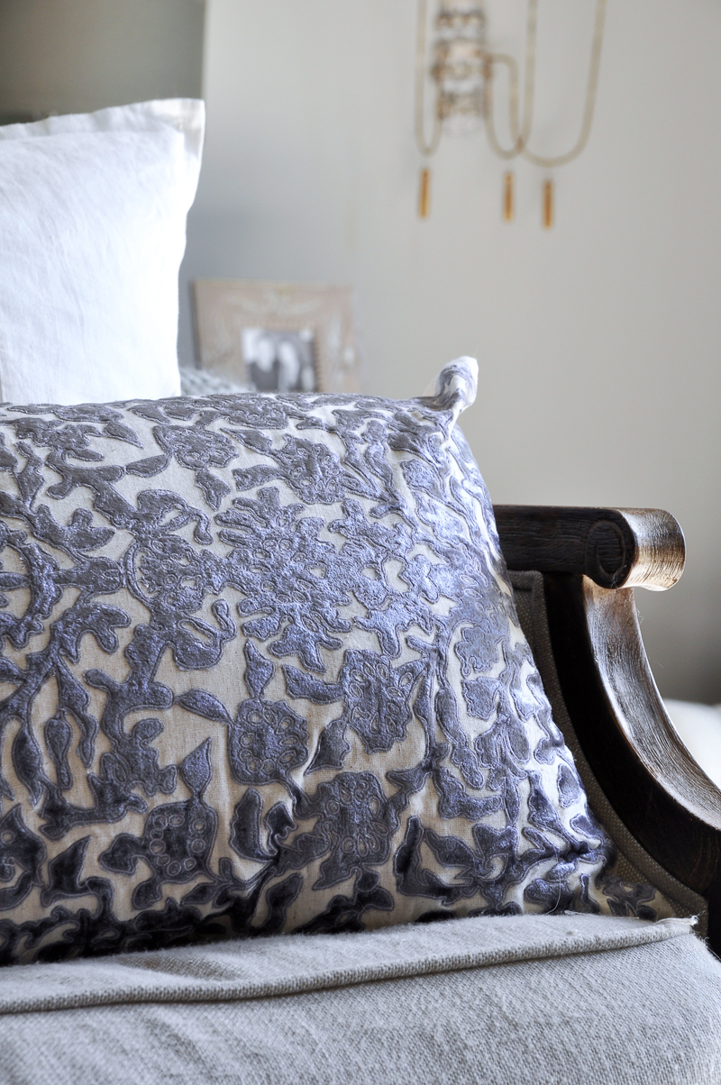 beautiful-vining-velvet-pillow-from-anthropologie-in-bedroom-decorated-for-fall