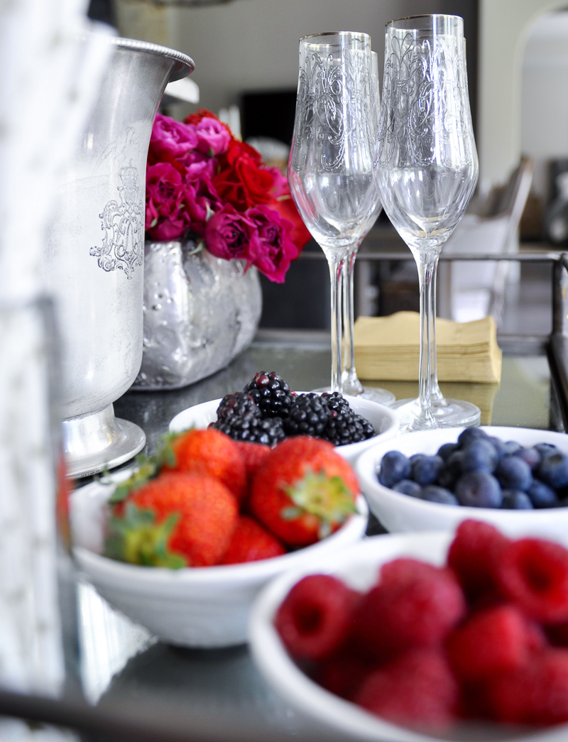 champagne-bar-for-a-bridal-shower_