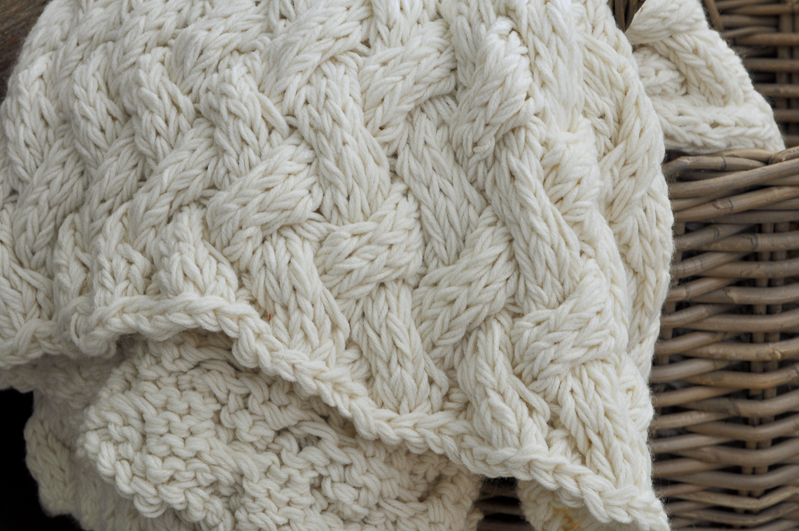 chunky-cream-colored-throw-blanket-in-fall-basket_