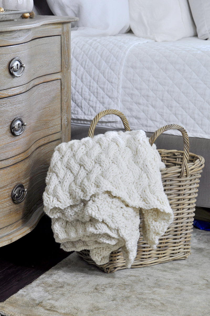 chunky-throw-in-a-basket-in-beautiful-winter-white-color_