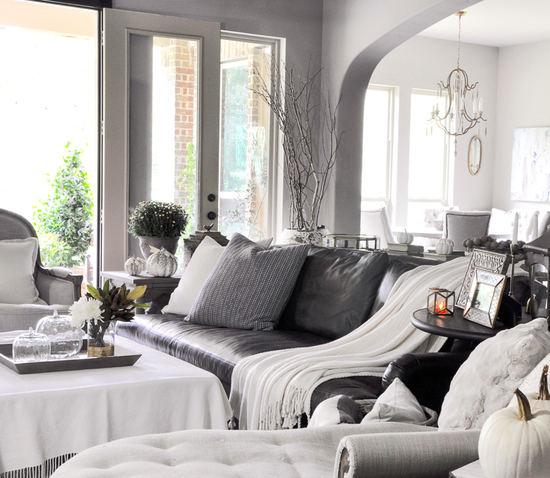 cozy-family-room-decorated-for-fall_