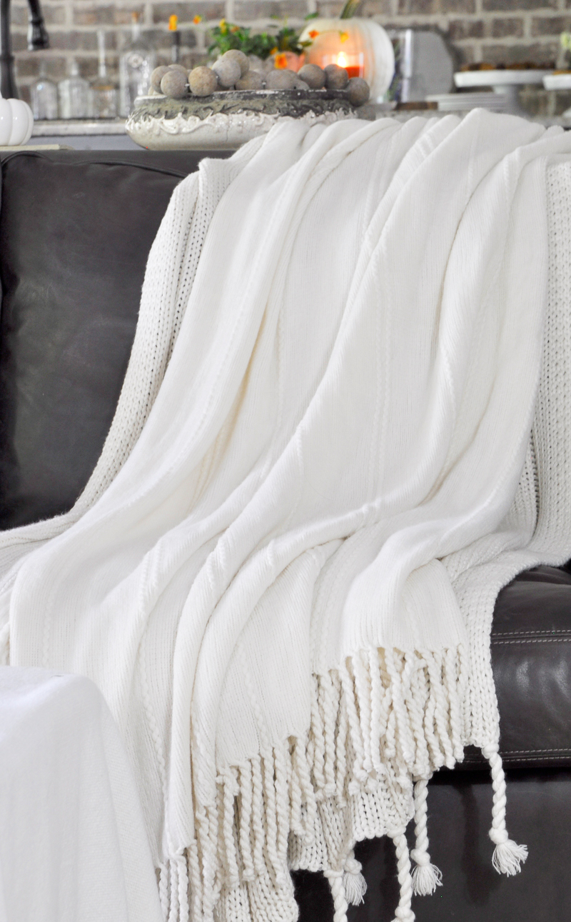 cozy-layered-fall-blankets-so-pretty