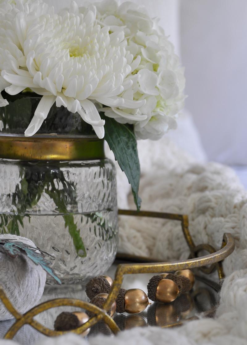 cute-pottery-barn-gold-acorns-in-fall-decor