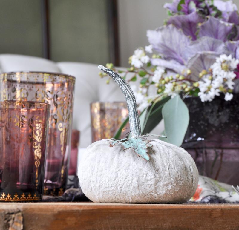 cute-velvet-pumpkin-in-fall-tablescape