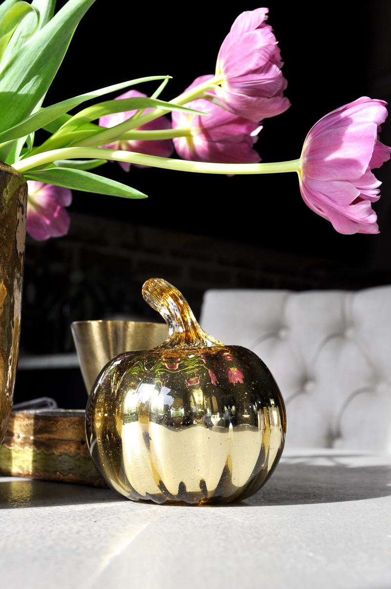 gold-glass-pumpkin-in-table-vignette-dramatic-and-beautiful_