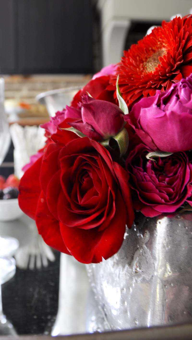 red-and-bright-pink-floral-arrangement_
