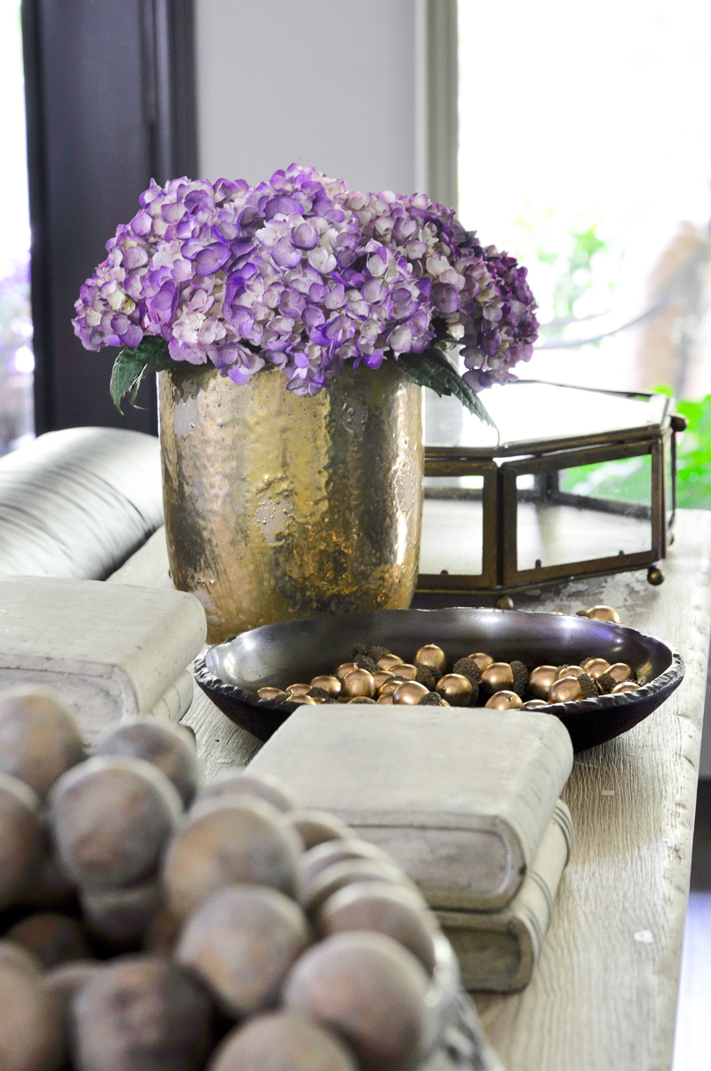 sofa-table-decorated-for-fall-beautiful-gold-pot-and-acorns