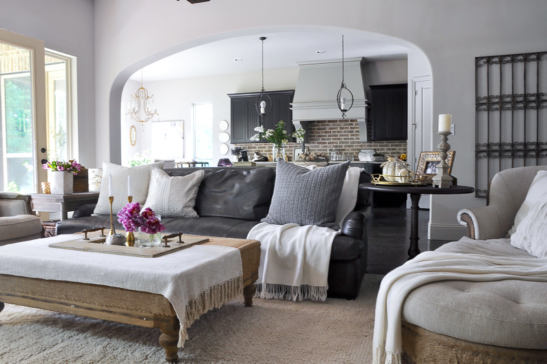 warm-neutral-family-room-cozy-pillows-decorated-for-fall