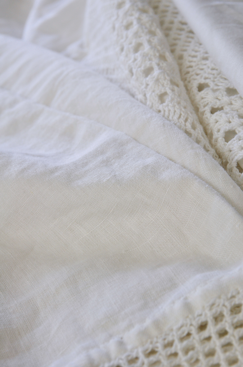 beautiful-linen-pillowcase-with-crochet-trim