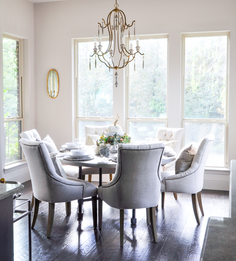 bright-and-sunny-breakfast-nook-so-pretty_