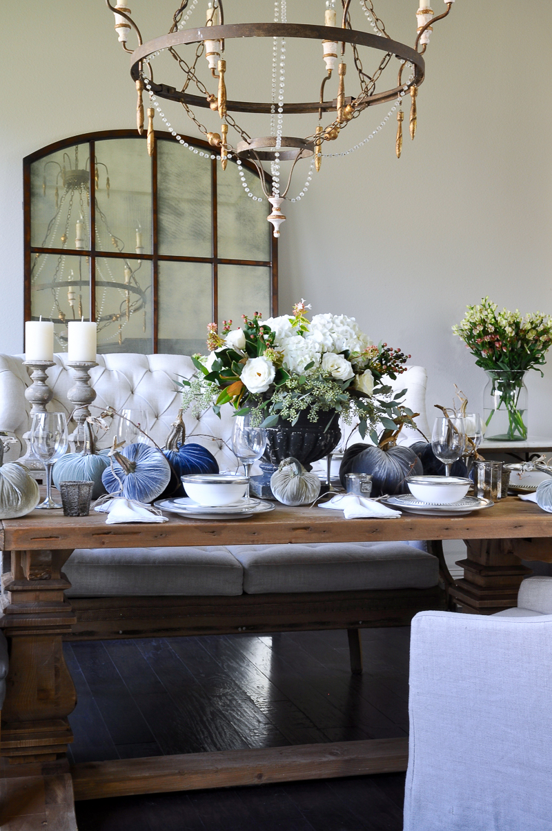 An elegant holiday table holiday entertaining blog tour for Decor gold blog
