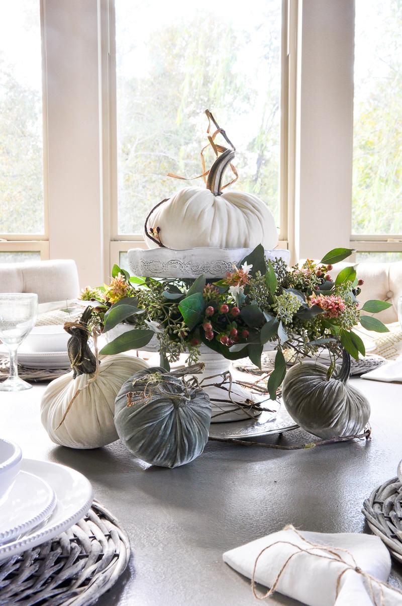 velvet-pumpkin-centerpiece-so-beautiful-for-fall