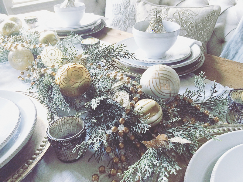 beautiful-dining-room-table-decorated-for-christmas