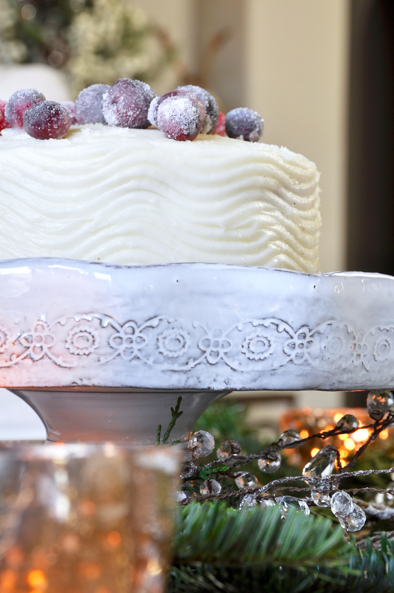 beautiful-christmas-cake-on-stand_