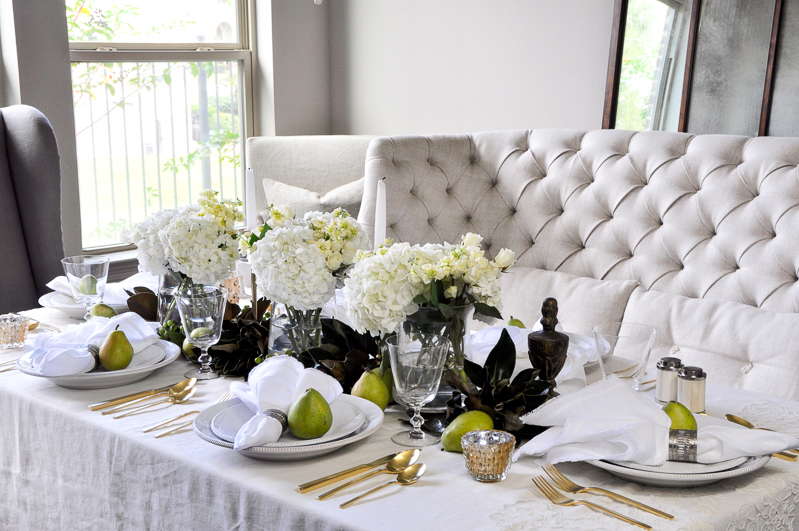 beautiful-dining-room-with-holiday-table