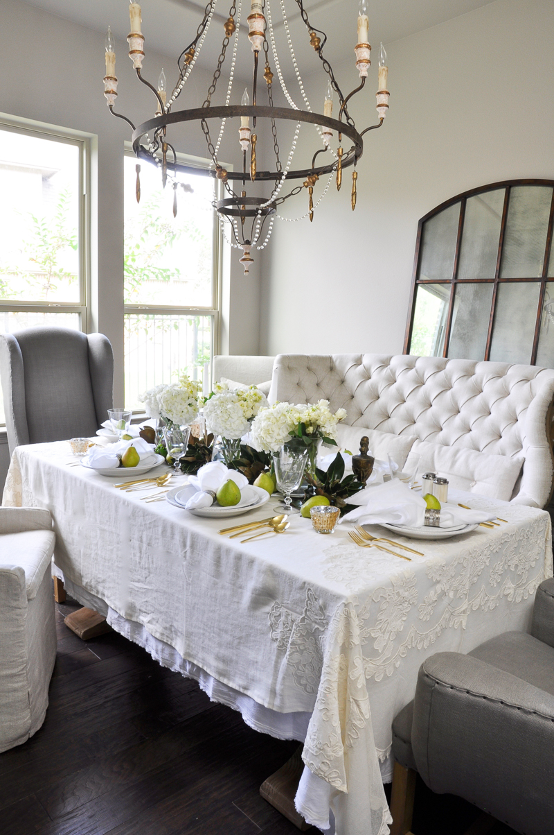 beautiful-dining-room-with-table-set-for-thanksgiving