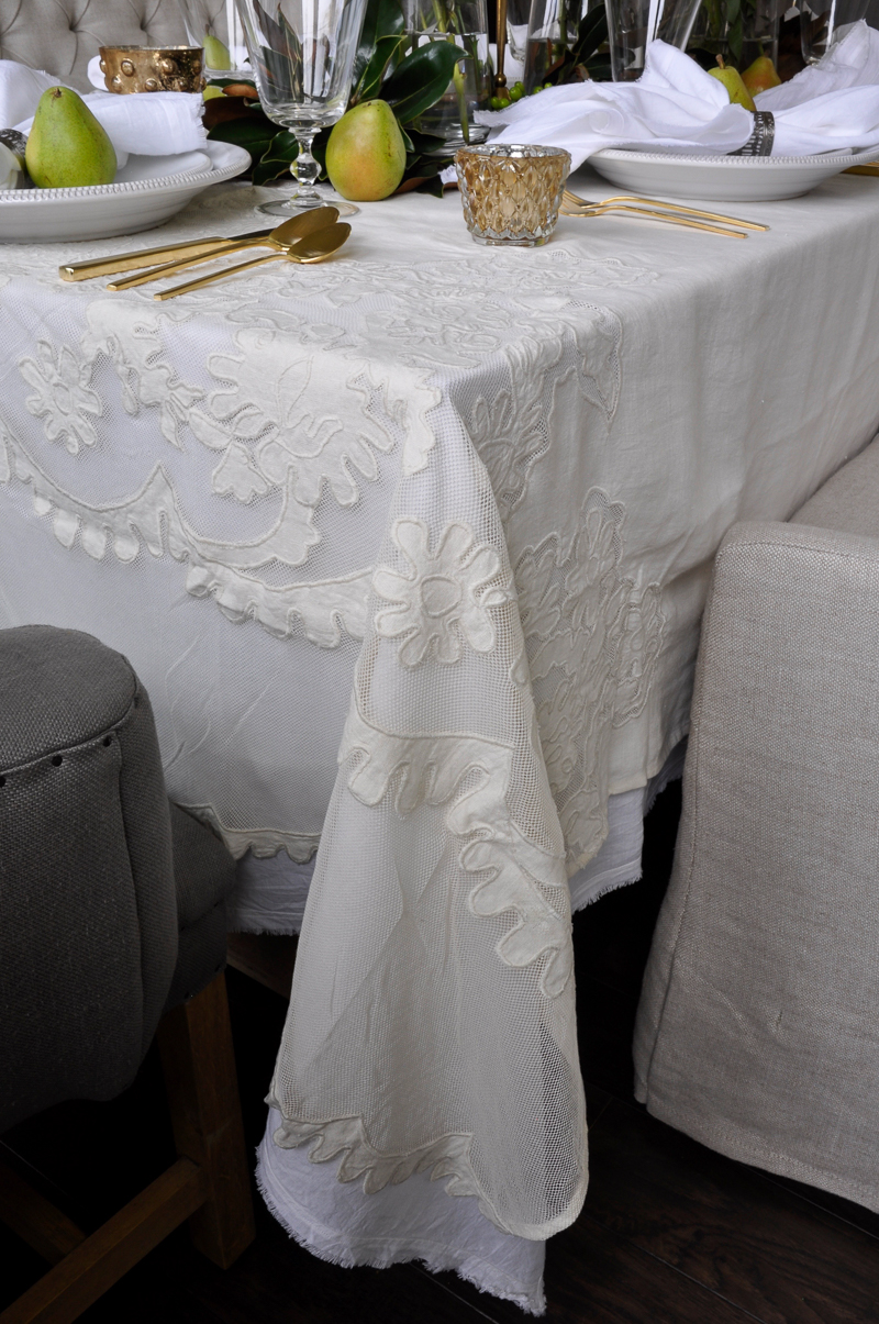 beautiful-holiday-table-linens