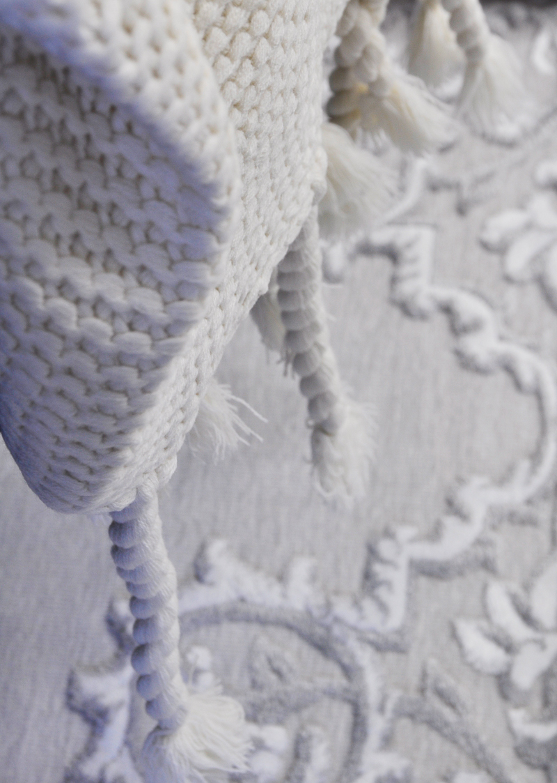 chunky-throw-blanket-cream-colored-so-beautiful