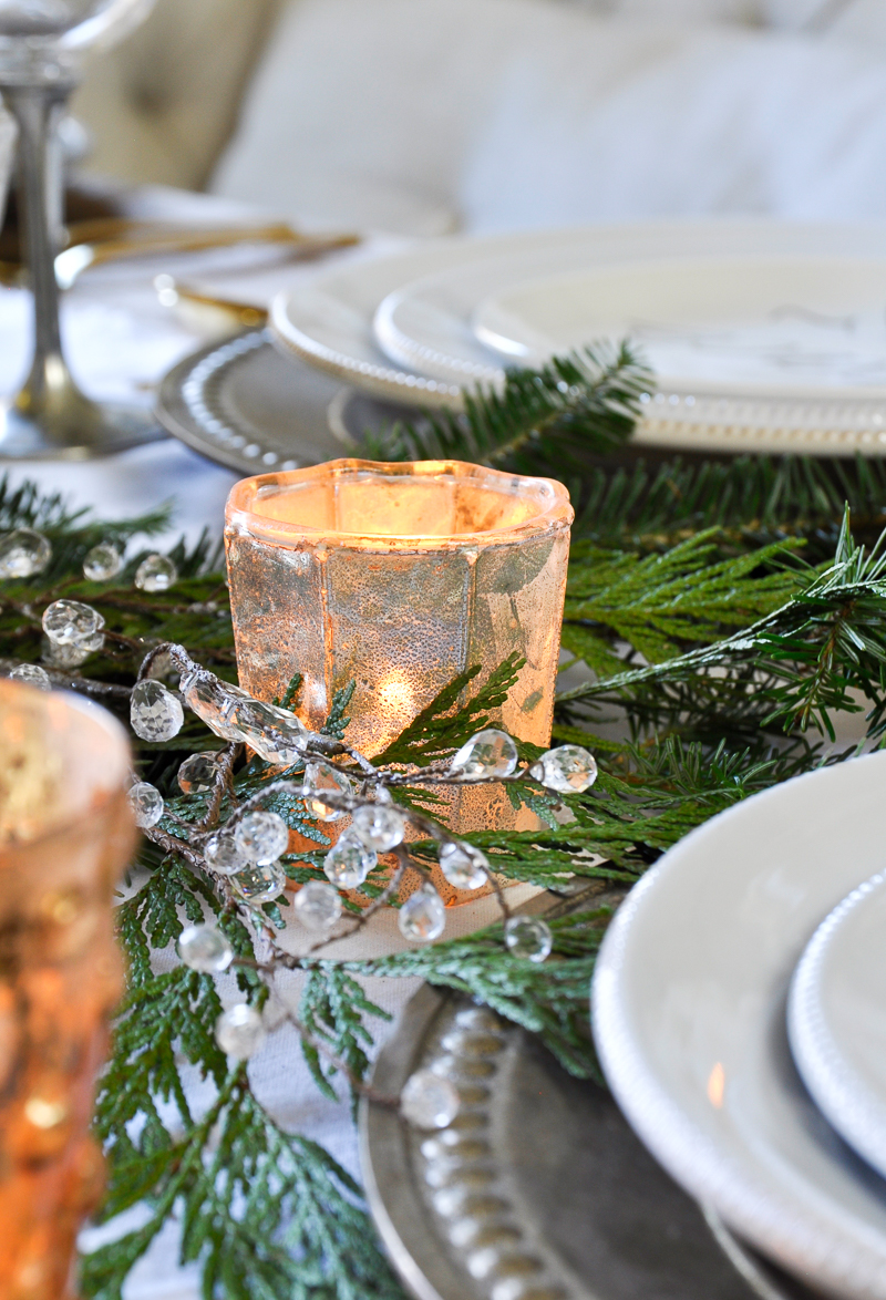 how-to-decorate-your-dining-table-for-christmas-2