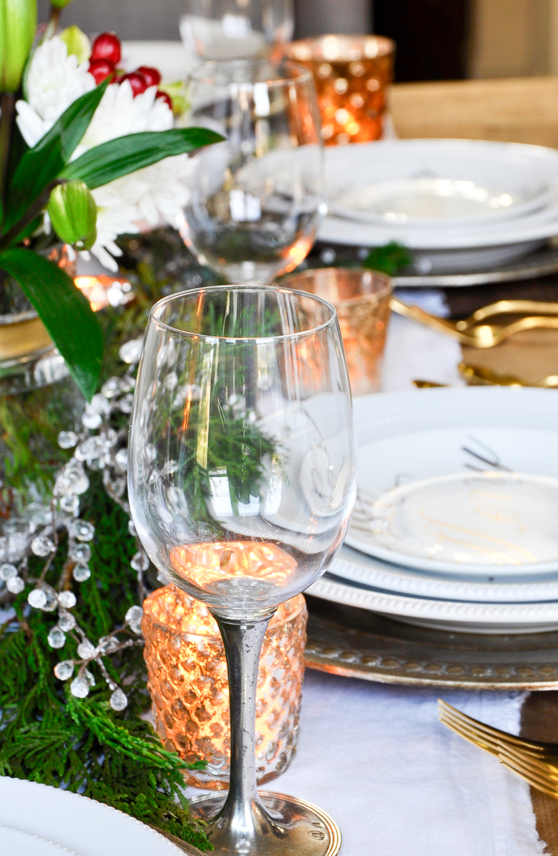 table-ready-for-christmas-dinner_