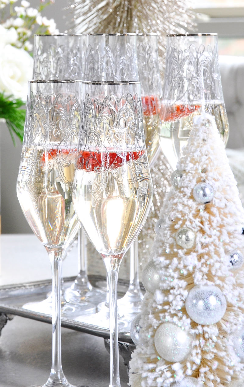 beautiful-champagne-flutes-for-christmas