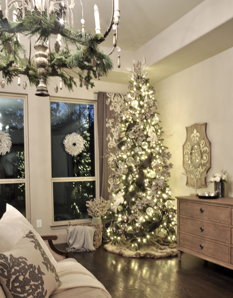 beautiful-christmas-lights-on-bedroom-tree