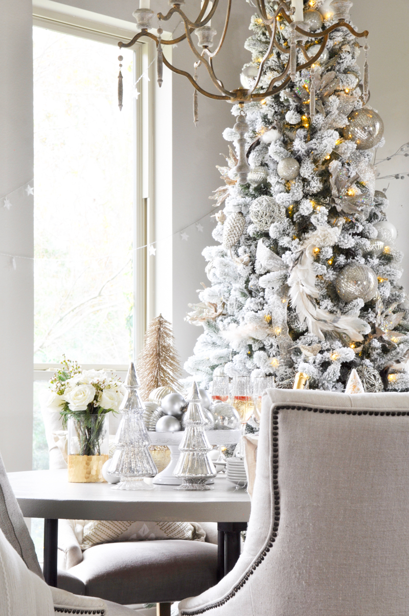 beautiful-white-christmas-breakfast-room