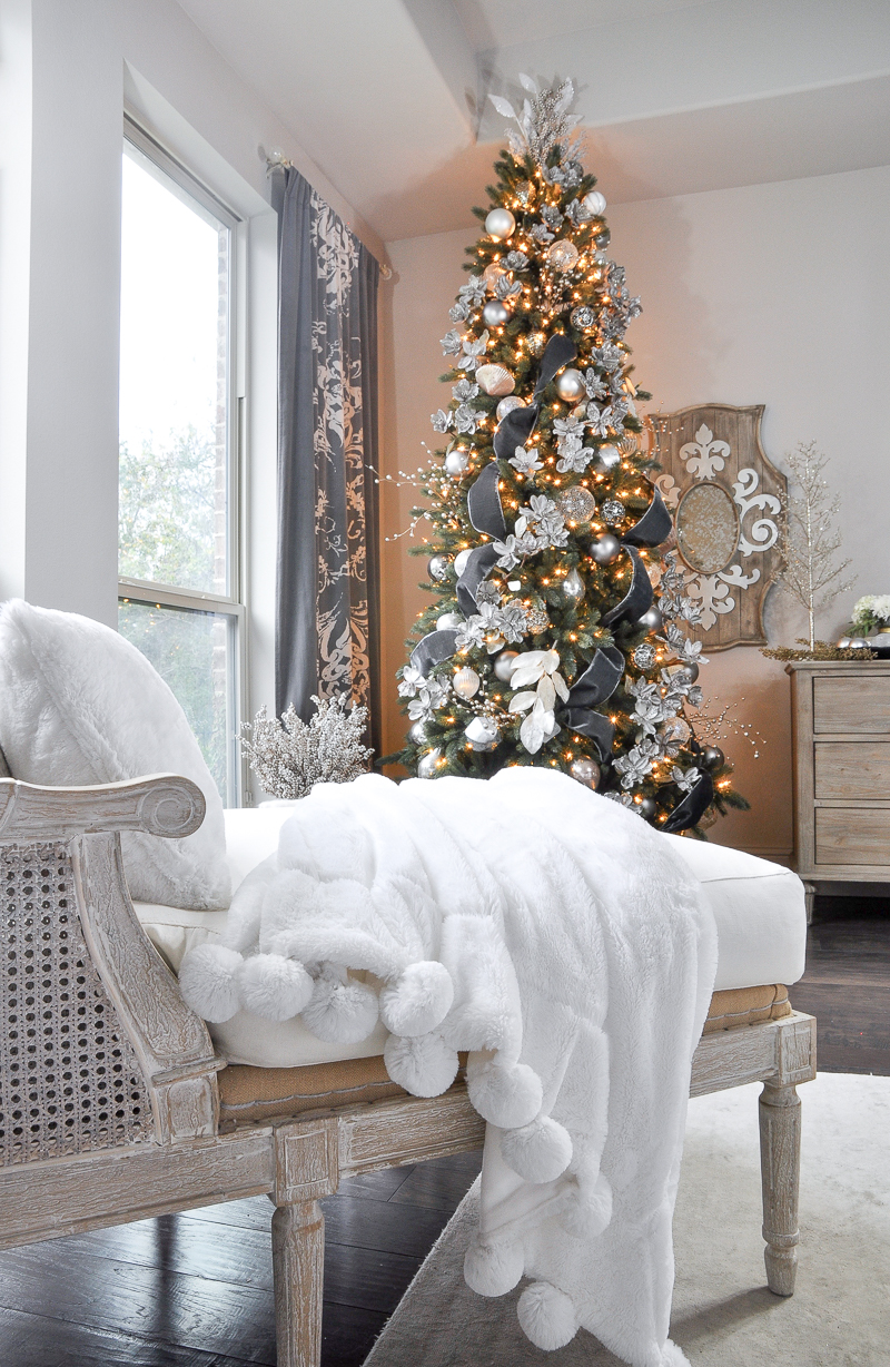 christmas-bedroom-tree-so-elegant