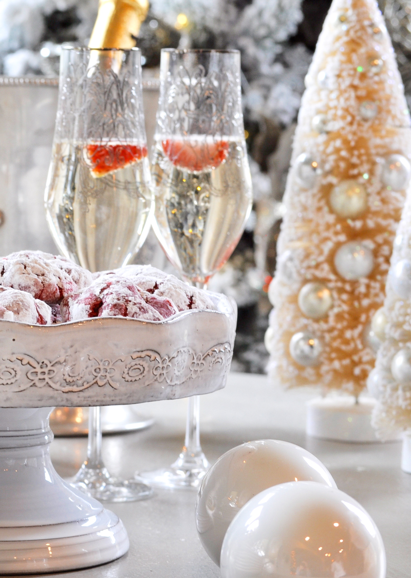christmas-cookies-and-champagne